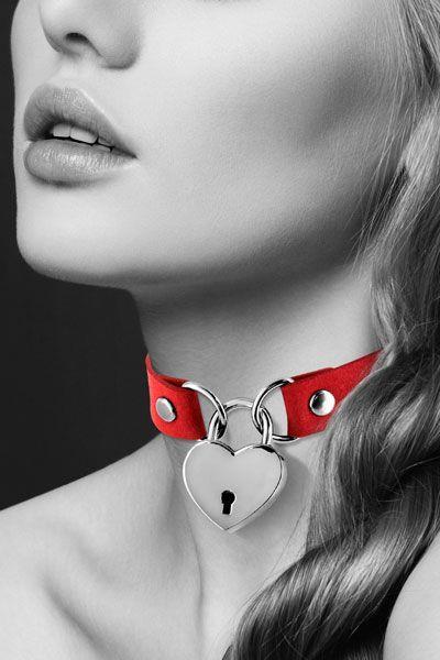 Красный чокер с замком в форме сердца