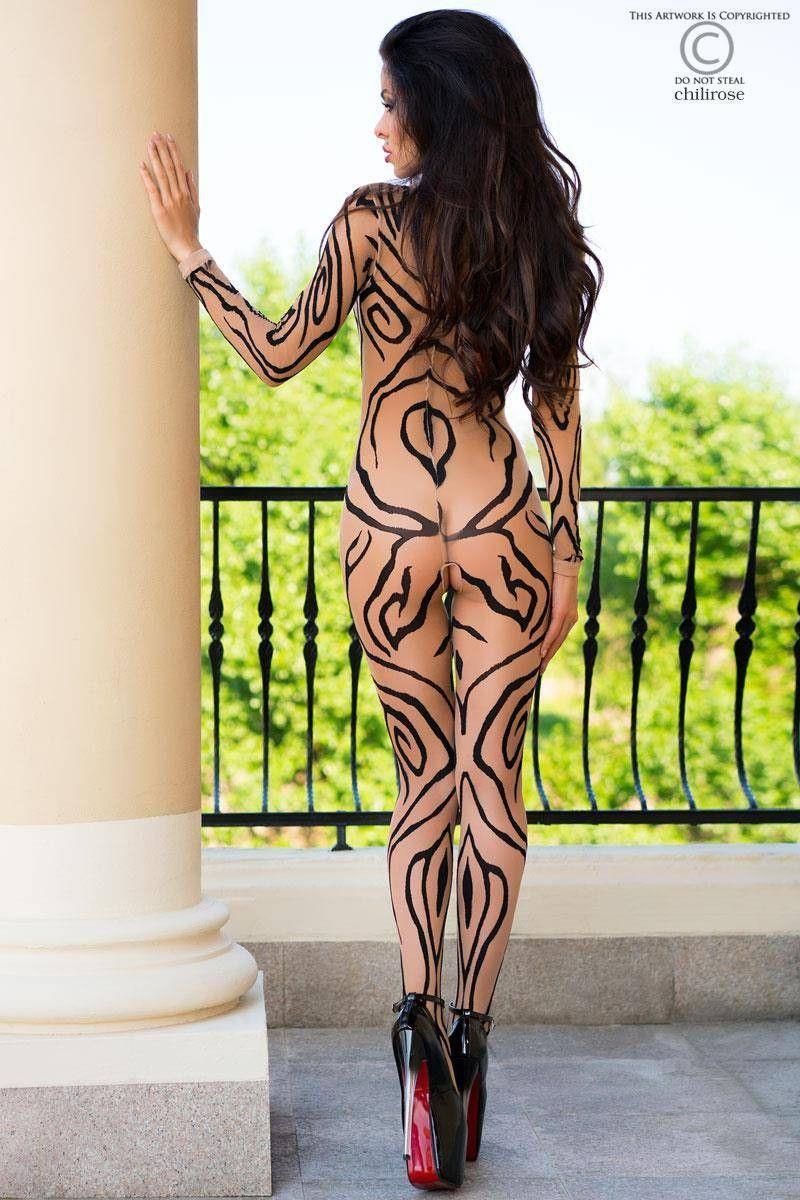 Необычайный комбинезон телесного цвета с чёрными узорами