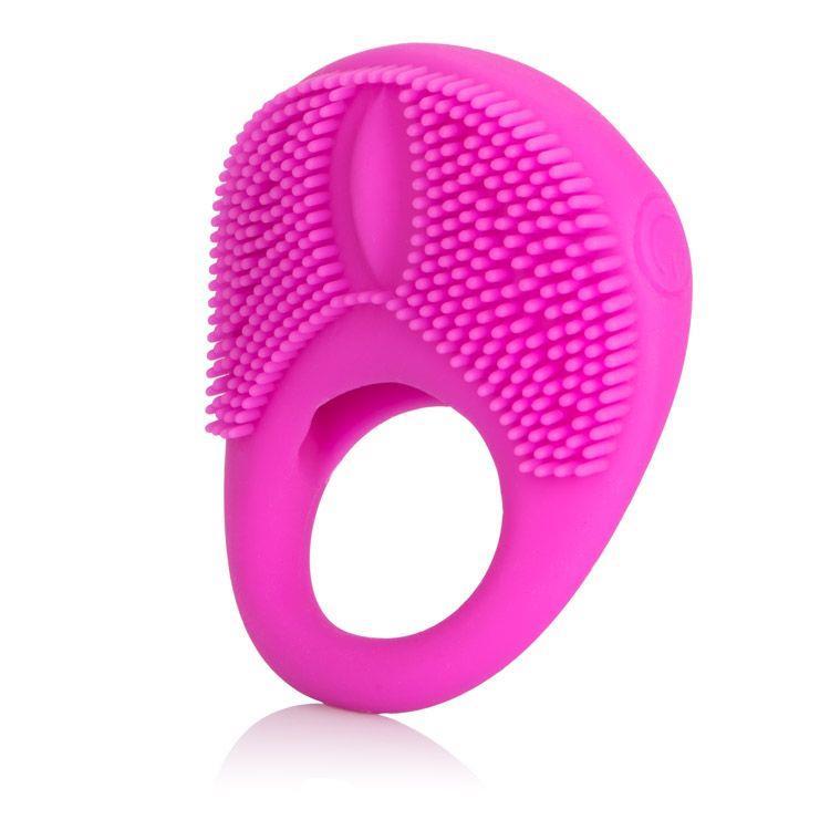 Розовое эрекционное кольцо с щеточкой и вибрацией Silicone Intimacy Enhancer