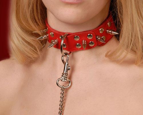 Красный кожаный ошейник с шипами и велюровым подкладом