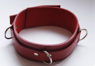 Красный не подшитый ошейник среднего размера