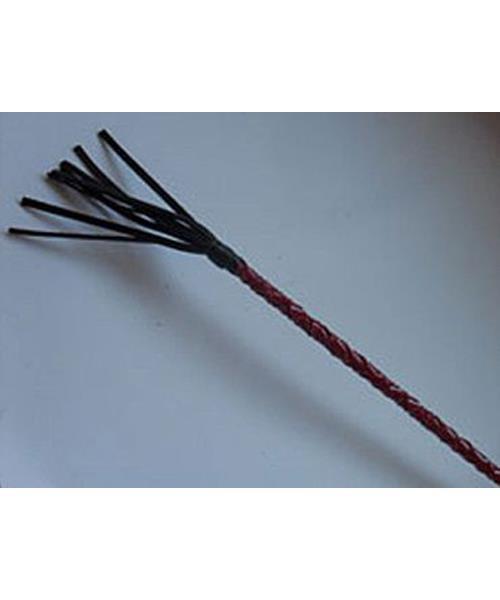 Плетеный короткий красный стек с наконечником в виде длинной кисточки (70 см)