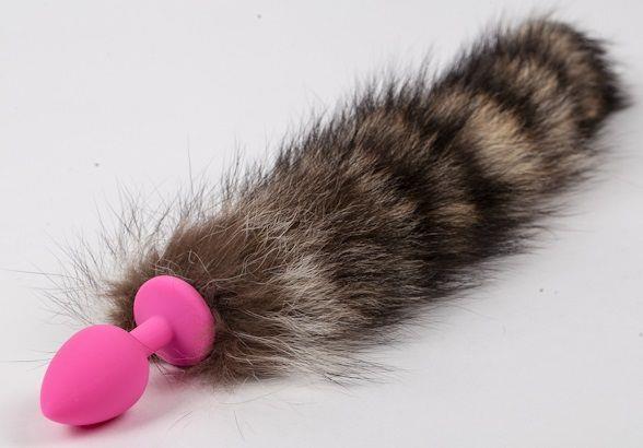 Розовая силиконовая анальная пробка с полосатым хвостиком
