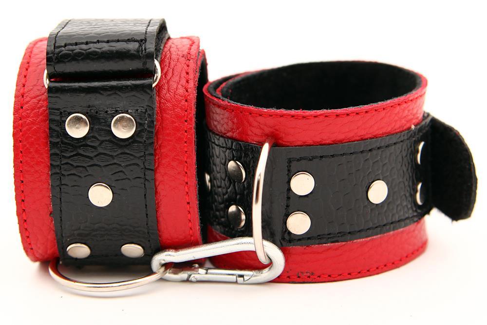 Красно-чёрные кожаные наручники