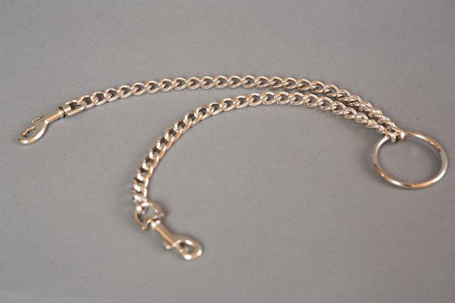 Металлическая цепь с центральным кольцом и карабинами по обе стороны - 30 см.