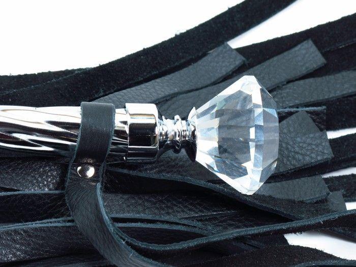 Чёрная плеть из кожи с широкими хвостами и набалдашником
