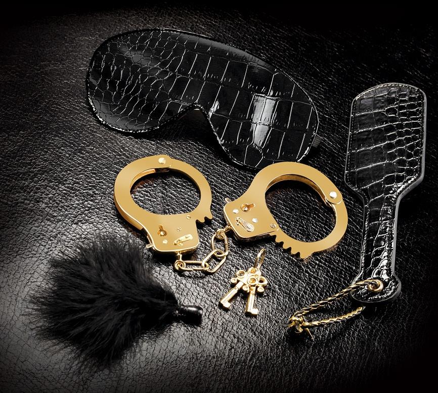 Набор Beginners Fantasy Kit с наручниками, маской, пуховкой и шлепалкой