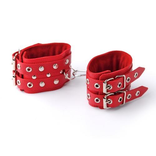 Красные кожаные наручники с ремешками