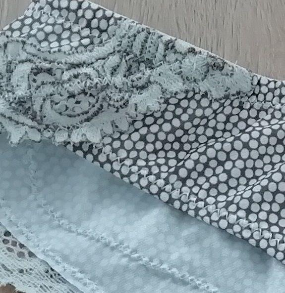 Комплект нижнего белья в мелкий горох из микрофибры и кружева