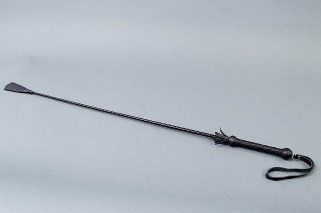 Длинный витой стек с наконечником в форме ступни - 85 см.