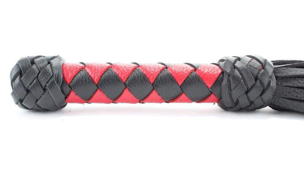 Черно-красная клеть с плетеной ручкой с ромбовидным узором - 45 см.