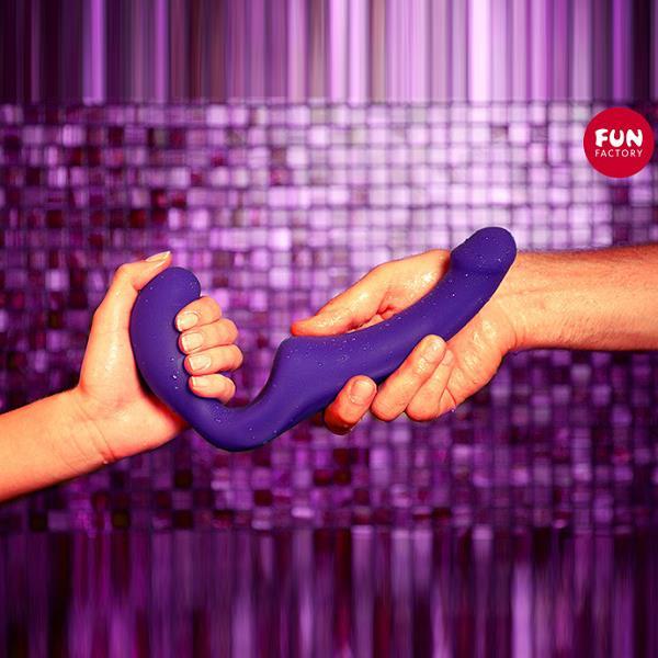 Безремневой фиолетовый страпон «Share»