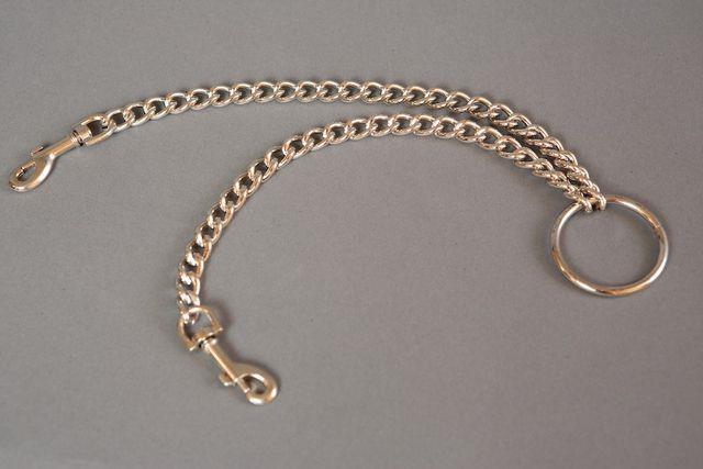 Цепь с центральным кольцом и карабинами по обе стороны - 25 см.
