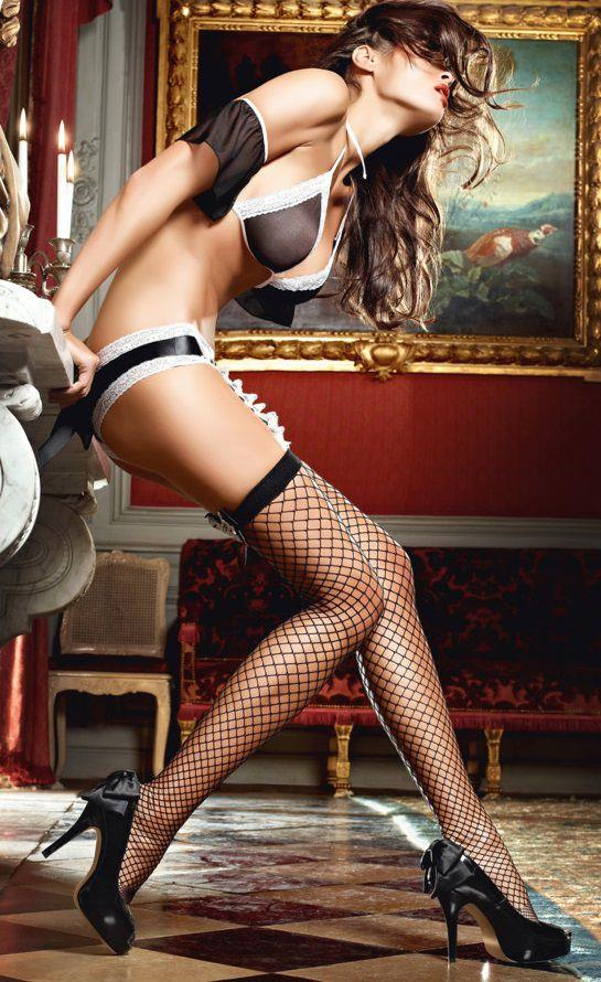Чёрные чулки горничной Careless French Maid в крупную сетку с озорными бантами