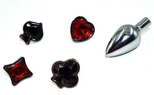 Набор из серебристой анальной пробки из нержавеющей стали и 4 кристаллов в форме мастей - 7,6 см.